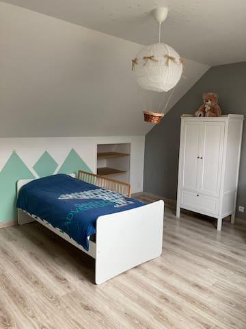 La troisième chambre spacieuse pouvant être équipé d'un lit bébé et/ou enfant