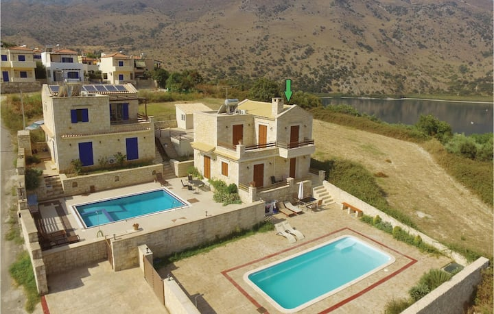 Stunning home in Chania with Jacuzzi, WiFi and 3 Bedrooms