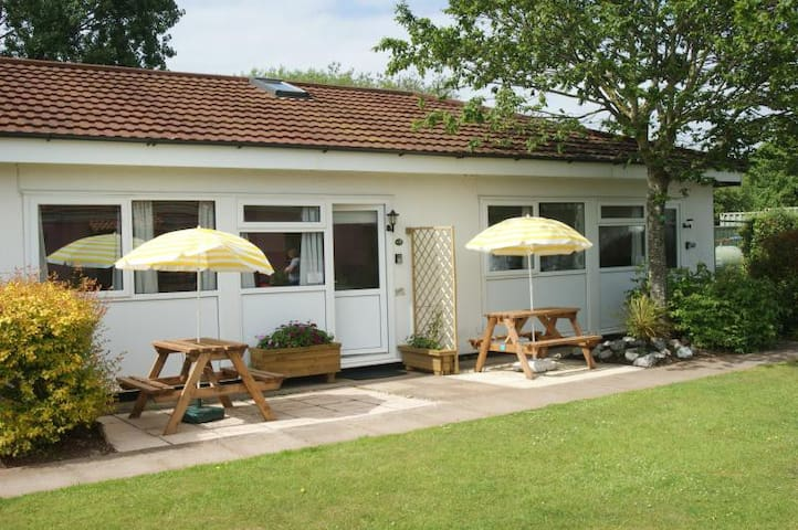 Beaches, 2 Bedroom Chalet - Dawlish Warren - Chalupa