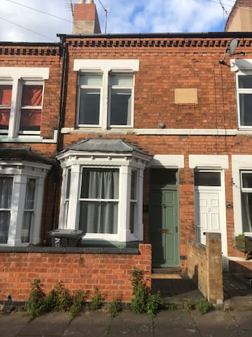2 bedroom terraced house in Clarendon Park
