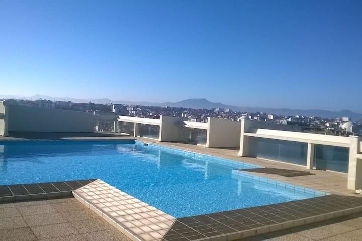 Charmant studio avec terrasse et piscine de toit !