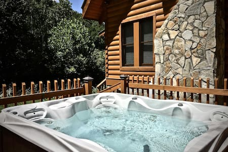 Creek Front-Peacefully Private, Trout Fishing-Sparkling Hot Tub-Fireplace, WiFi