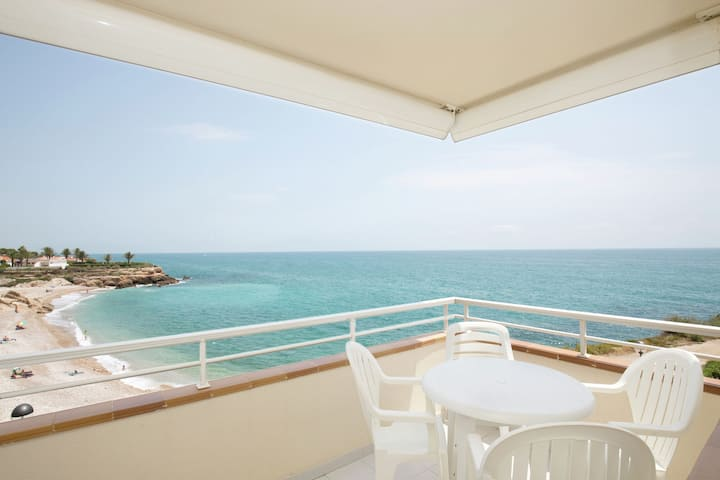 Verzorgd appartement met uitzicht op zee met twee zwembaden vlakbij Vinaròs