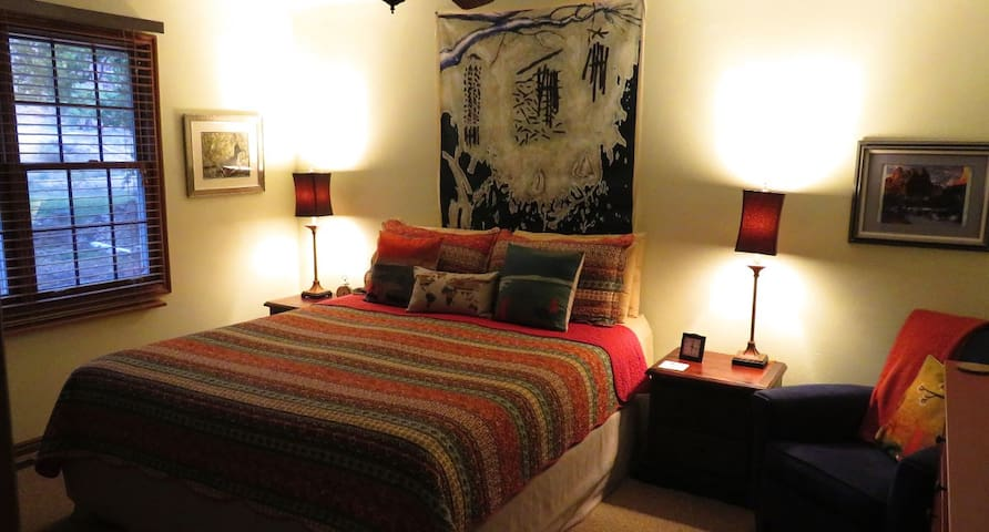 Zion Canyon's contemplative whimsical inn (RF) - Rockville - Bed & Breakfast