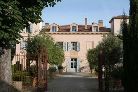 B&B in chic 18th c French Chateau - Auty - Bed & Breakfast