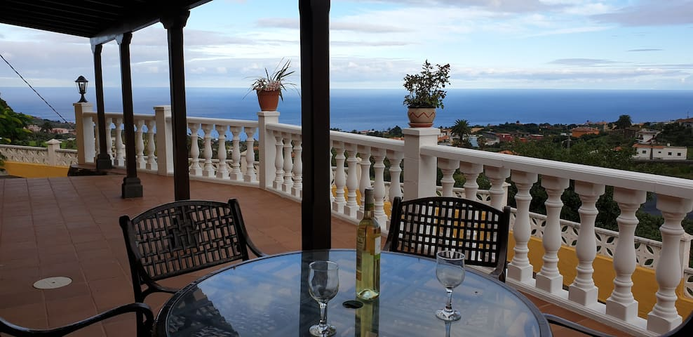 Una Villa rústica cerca del mar y de la montaña