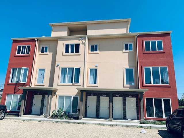 Fort Sk New clean Condo in great location. $65