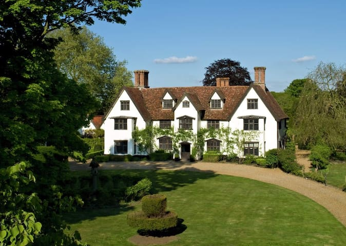 Stunning Elizabethan Country House - sleeps 18