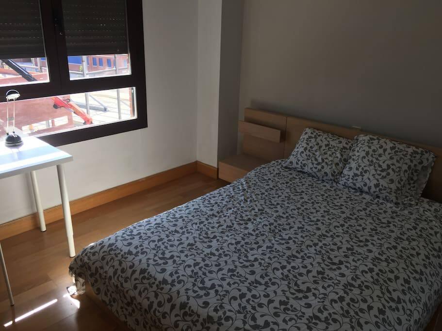 habitacion con cama de 1.40cm