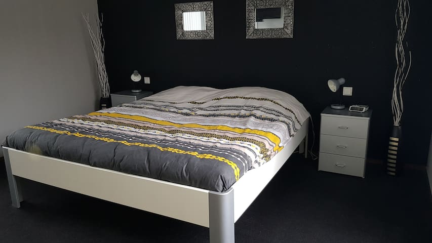 Leuke twee persoons slaapkamer