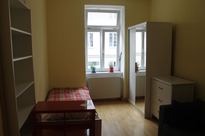 room in a nice communal flat, near city centre - Munique - Apartamento