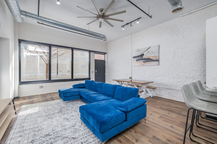 Upscale Luxury Loft - 4BD/2BA Downtown SGF