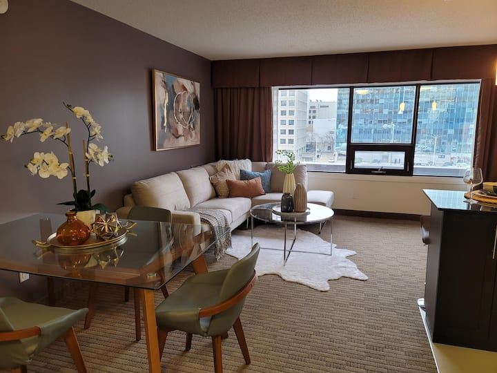 Luxury One Bedroom 517