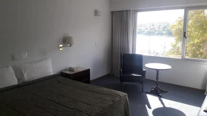 Habitacion Single Frente al Rio