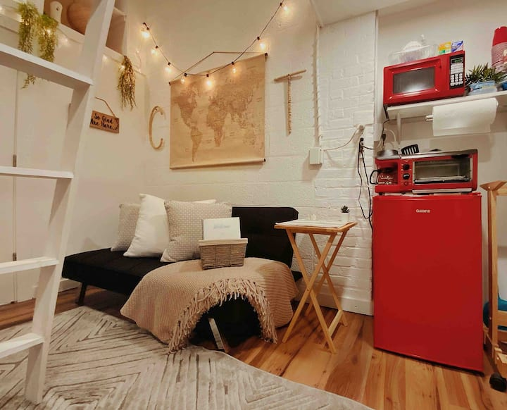 Cozy Lofted Bed Studio- 5 Min Drive To DT!