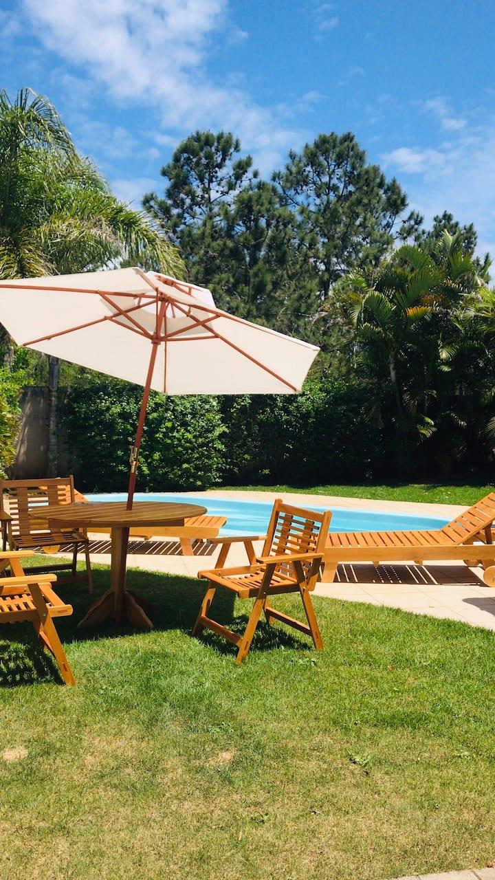 Linda casa com piscina - Campeche  - Floripa