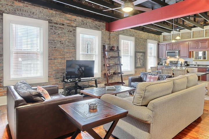 Location! Location! Location! This Wonderful Broughton Street Loft has it all.