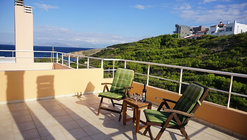 Villa SEA AND WAVES  just 80m. from the beach - Rafina - Dům