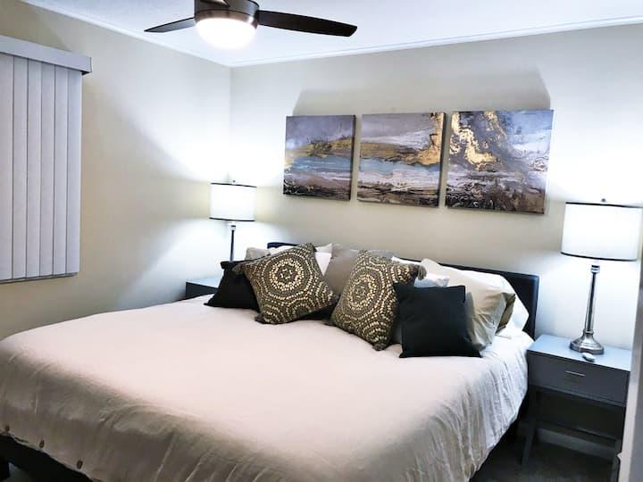 *Heart of Fairfield:2b/1.5b-king bed & Wifi #103