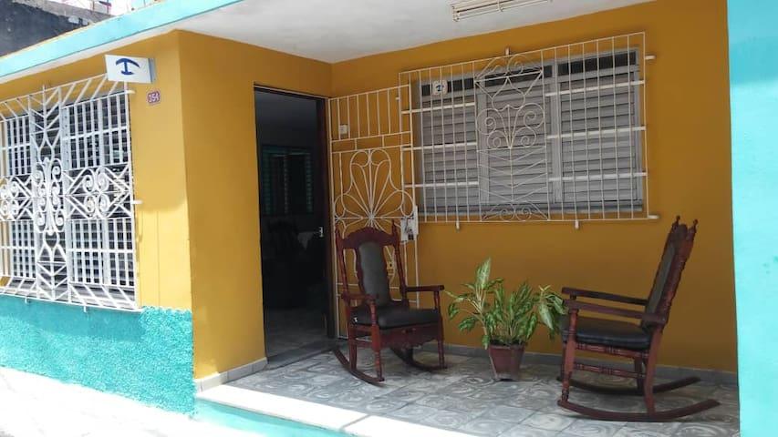 Casa de Mary & Pastor