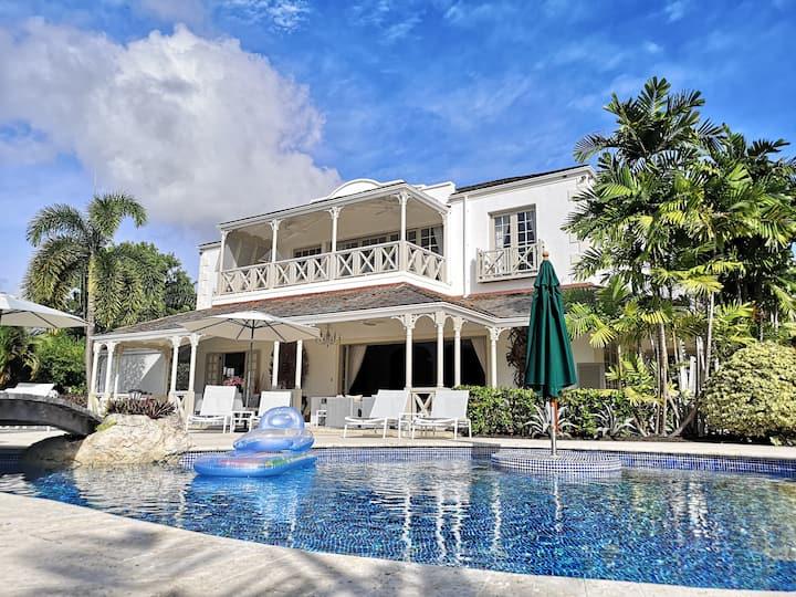Sugar Hill, Staffed Luxury Villa, Private & gated