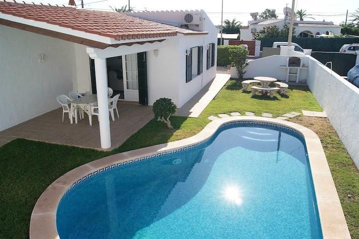 Villa with private pool, spacious garden & BBQ