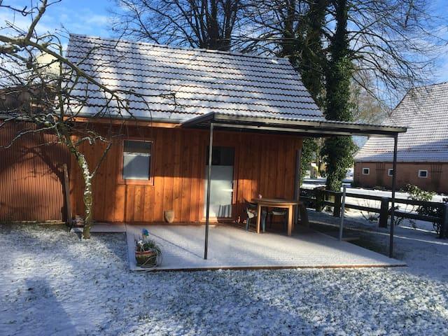 Charmantes, kleines Ferienhaus auf dem Land - Bülstedt - Pension