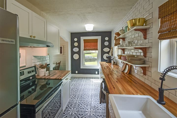 """Stylish Duplex in """"Historically Hip"""" Cooper-Young"""