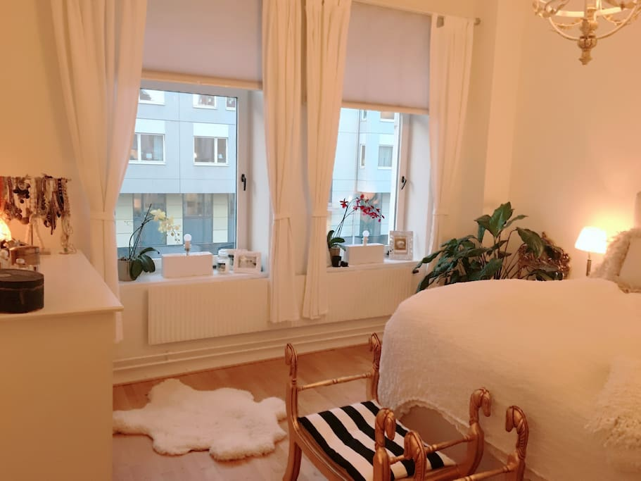 Bright bedroom, with lot of space and 6 closets.