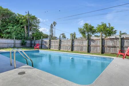 The Boho BeachHouse + Heated Pool & Beach Access