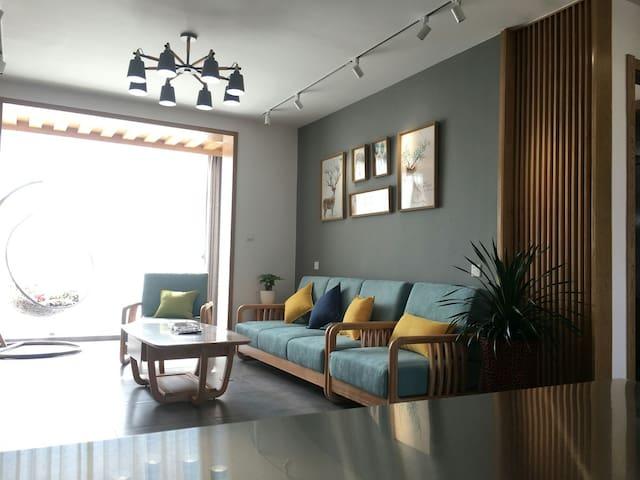 大理洱海湿地公园海之门北欧风格三室两厅128平米公寓