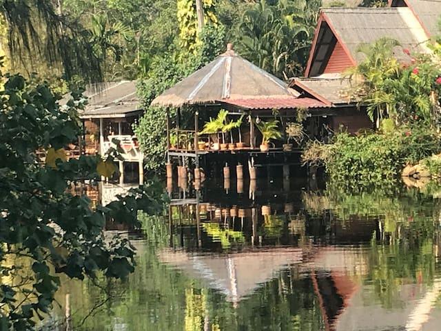 Riverside Family Beach House (Baan Zen)
