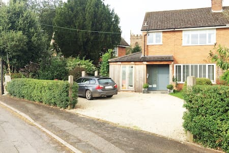 Family 3 bed home - Edgmond - Ev