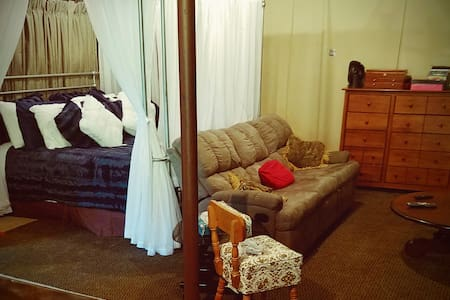 Cozy, private, with fireplace Near U of MN - Roseville - Ház
