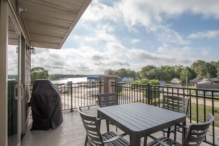 Sleek Modern Condo - Overlooking  Lake OkobojI