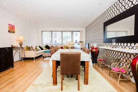 Private Room in Exceptionally Large Canalside Apt - 伦敦 - 公寓
