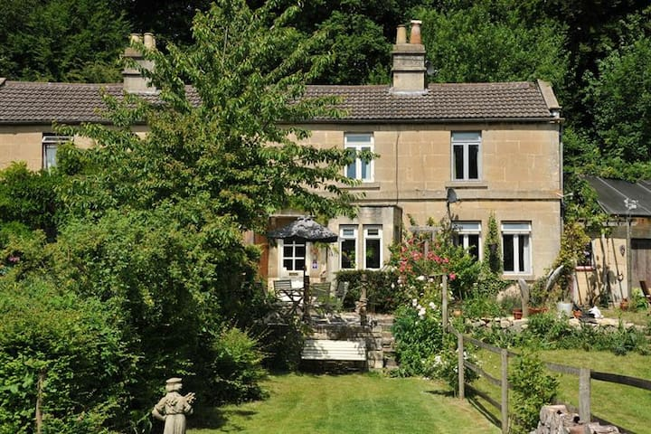 Fishermens Retreat, Cosy 2 Bed Cottage Retreat near Bath