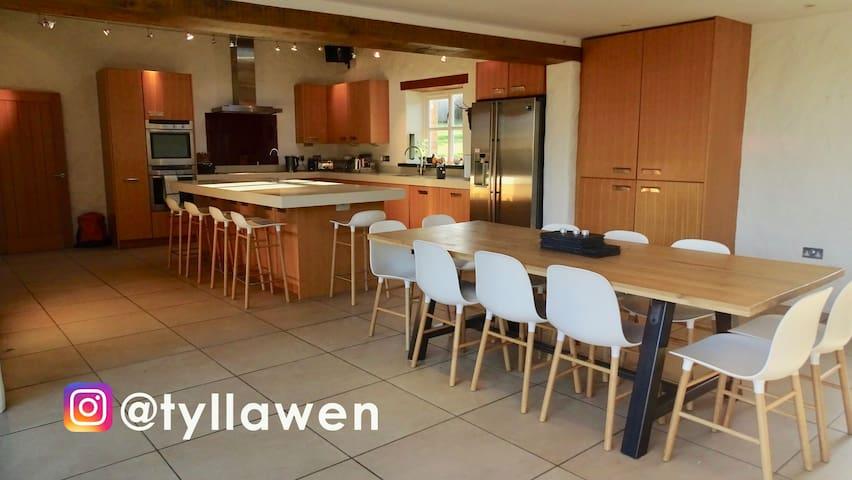 Tŷ Llawen - Joyful House