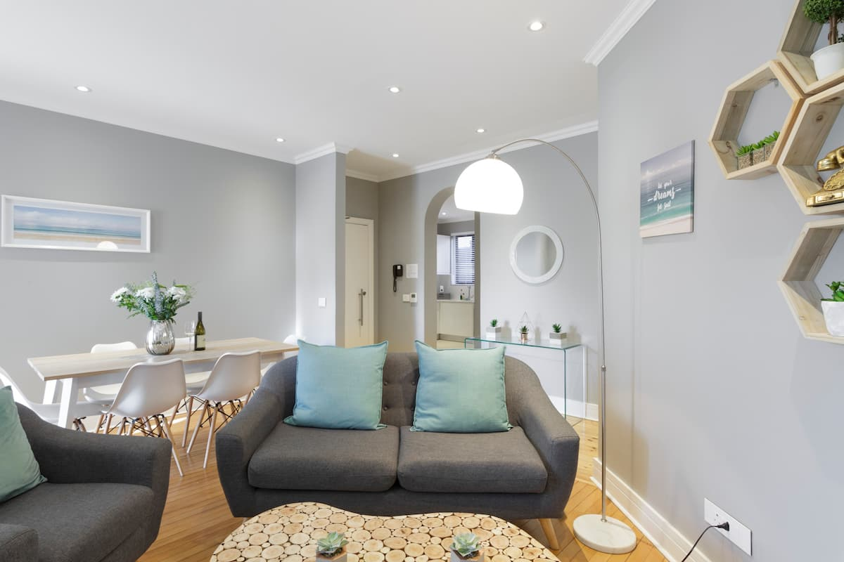 Relax and Unwind in This Modern Apartment Minutes Away from the V&A Waterfront