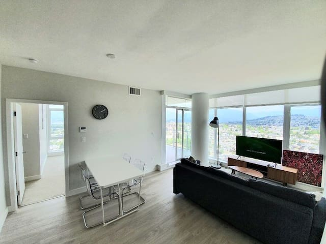 Amazing VIEW! 2 bedrooms+2 Bthrms Highrise Condo