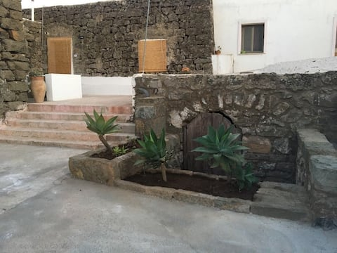 Casa indipendente per due persone a Pantelleria
