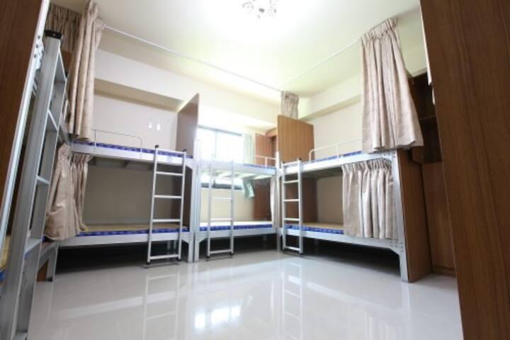 近集集火車站-十人房柏室C1(one bed for one person)-旅安背包客民宿驛站