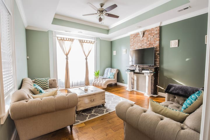 Private RM/BTH in the heart of historic STL.