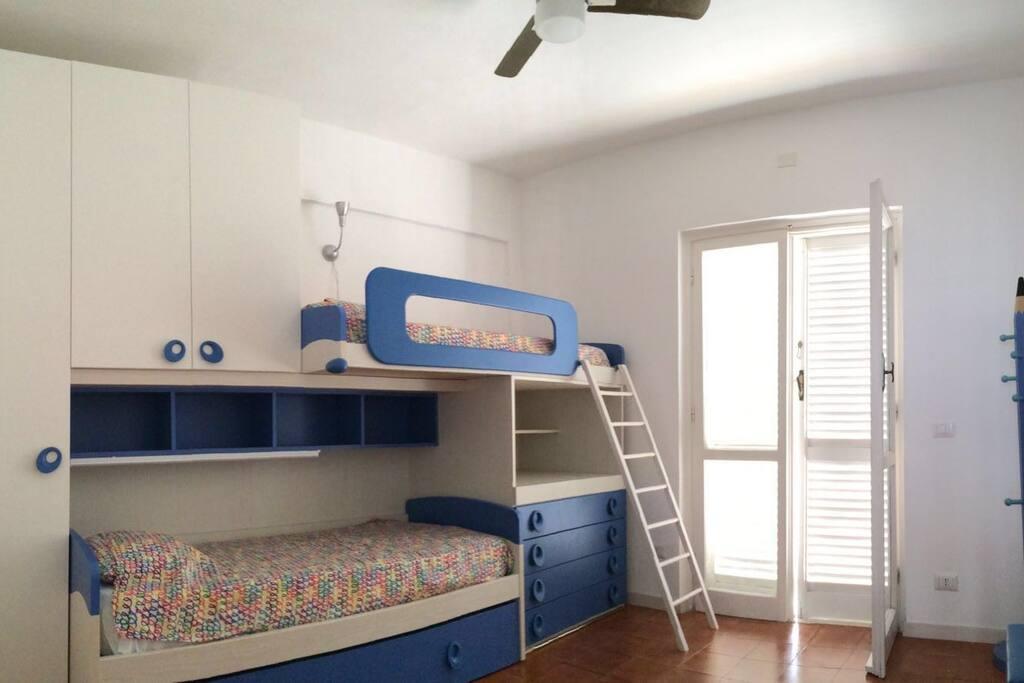 Camera da letto con 3 letti (uno estraibile)