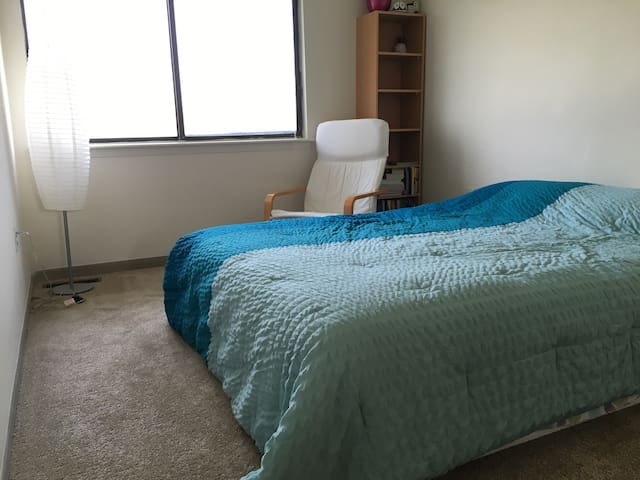 Cozy Room Near BWI and Baltimore - Glen Burnie