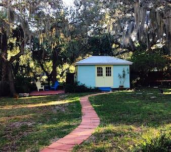 TinY House //walK to SRQBAY - Sarasota