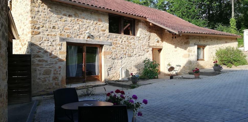 La Grange  , logement avec piscine, lot, Dordogne.