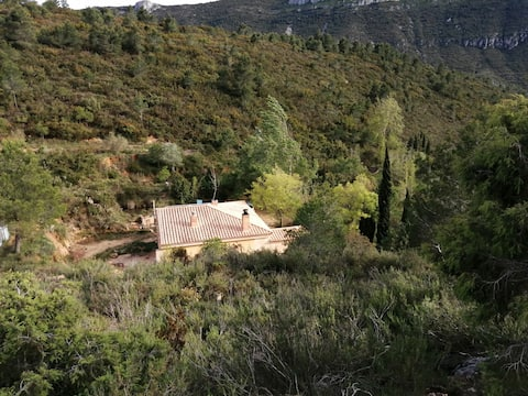 The V Valley House. Off-grid.