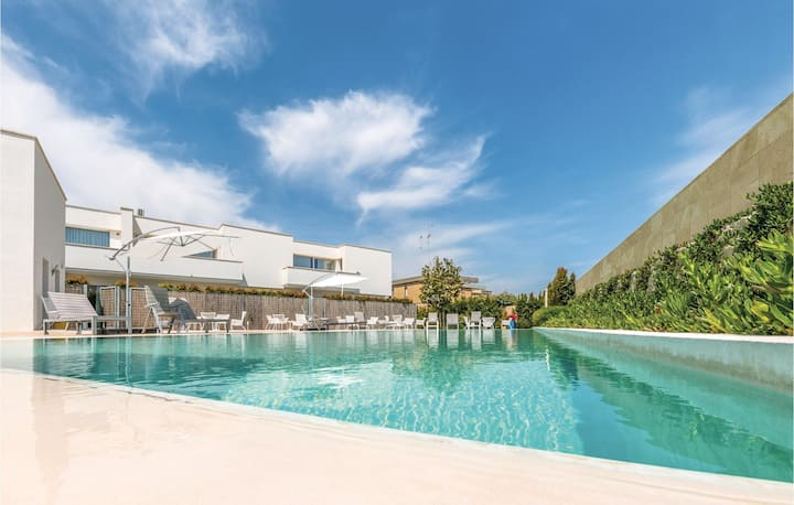 Amazing apartment in San Cataldo -LE- with WiFi, 1 Bedrooms and Outdoor swimming pool