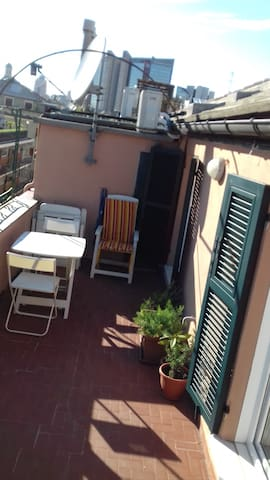Cozy penthouse with fully equipped terrace! - Génova - Apartamento